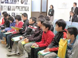 戦災資料館にて小学生の勉強風景