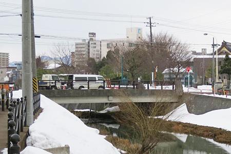 柿川の常盤橋でのロケの様子